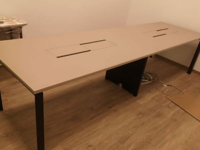 Coding Lab - DE Series Meeting Table (Built-in Wooden Cable Box)