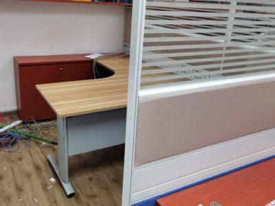John Holland - Curvy Table Leg Manager Workstation